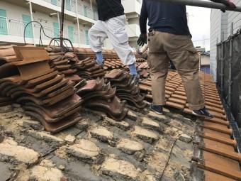瓦屋根の撤去風景