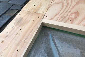 組みあがった天窓の木枠