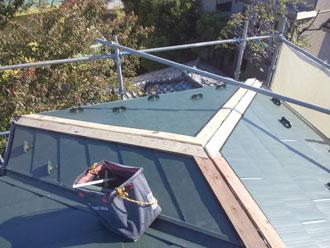 棟板金設置前の屋根