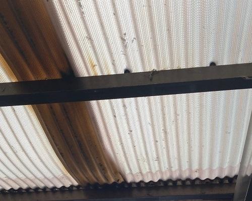 車庫の屋根材ゆがみ