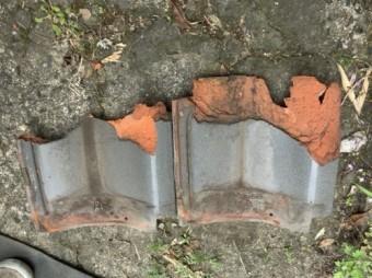 破損した瓦