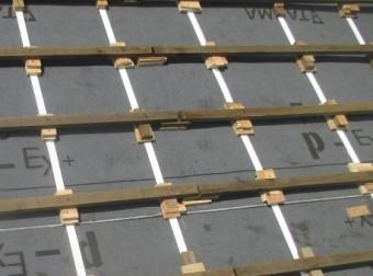 屋根葺き替え桟木写真アップ