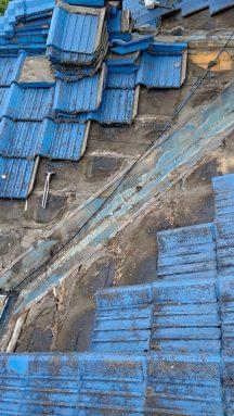 屋根の谷付近の瓦を取った写真