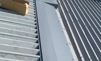 屋根棟板金補修完了後
