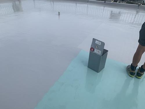 ウレタン防水後トップコートを塗布