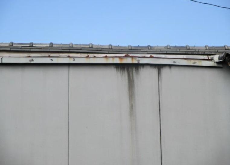 雨漏りのシミ外壁