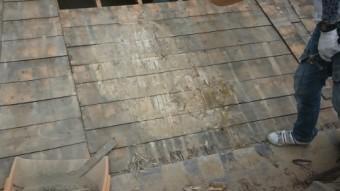 瓦撤去後の屋根下地