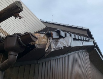 破風板金の破損状況