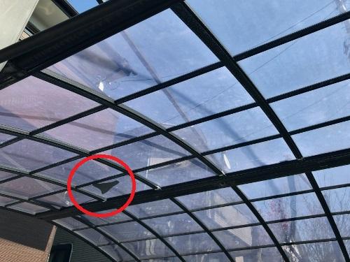 福山市明王台で落下物によって破損したカーポート屋根の調査を行いました