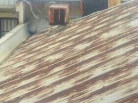 錆びた屋根材