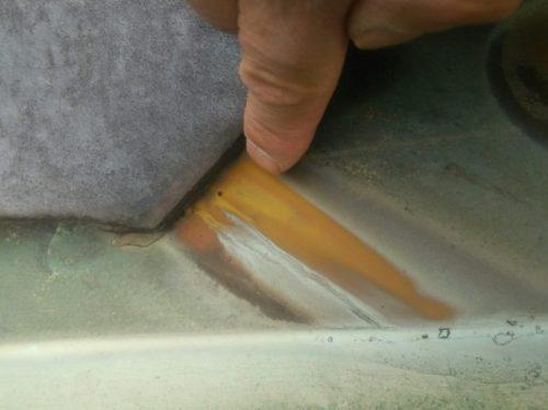 銅板の小さな穴