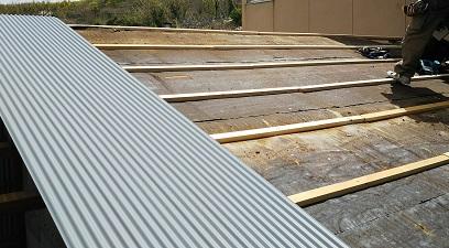倉庫屋根雨漏り修理写真