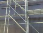 トタン波板と焼き杉板足場写真