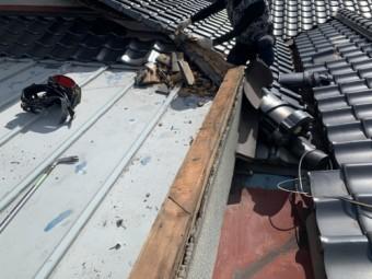 瓦と板金屋根の取合い