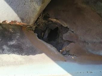 銅板穴あき雨漏り