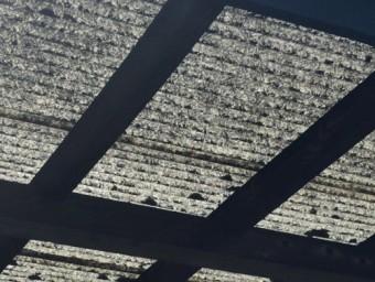 劣化した波板屋根