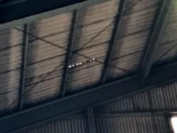 スレート屋根の穴