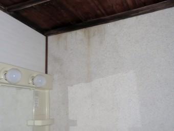 室内雨漏りのシミ