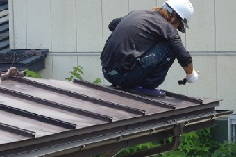 瓦棒葺きトタン屋根作業